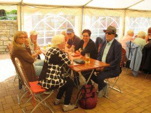 Bild 4 - Mitglieder und Begleiter beim Sommerfest