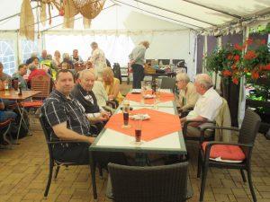 Bild 5 - Mitglieder und Begleiter beim Sommerfest